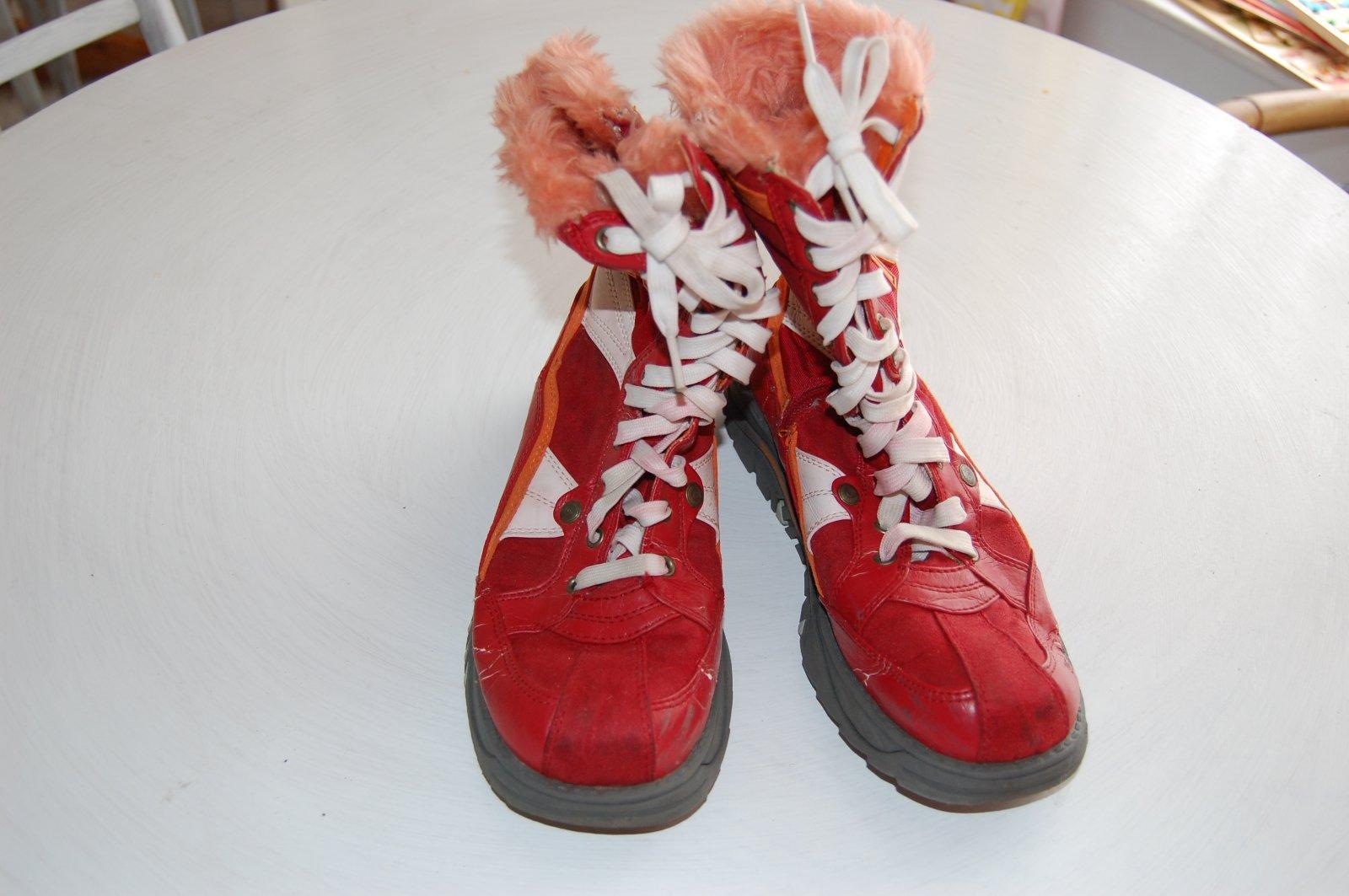 906337ac38 Mustangy červené s kožušinkou športové zimné čižmy