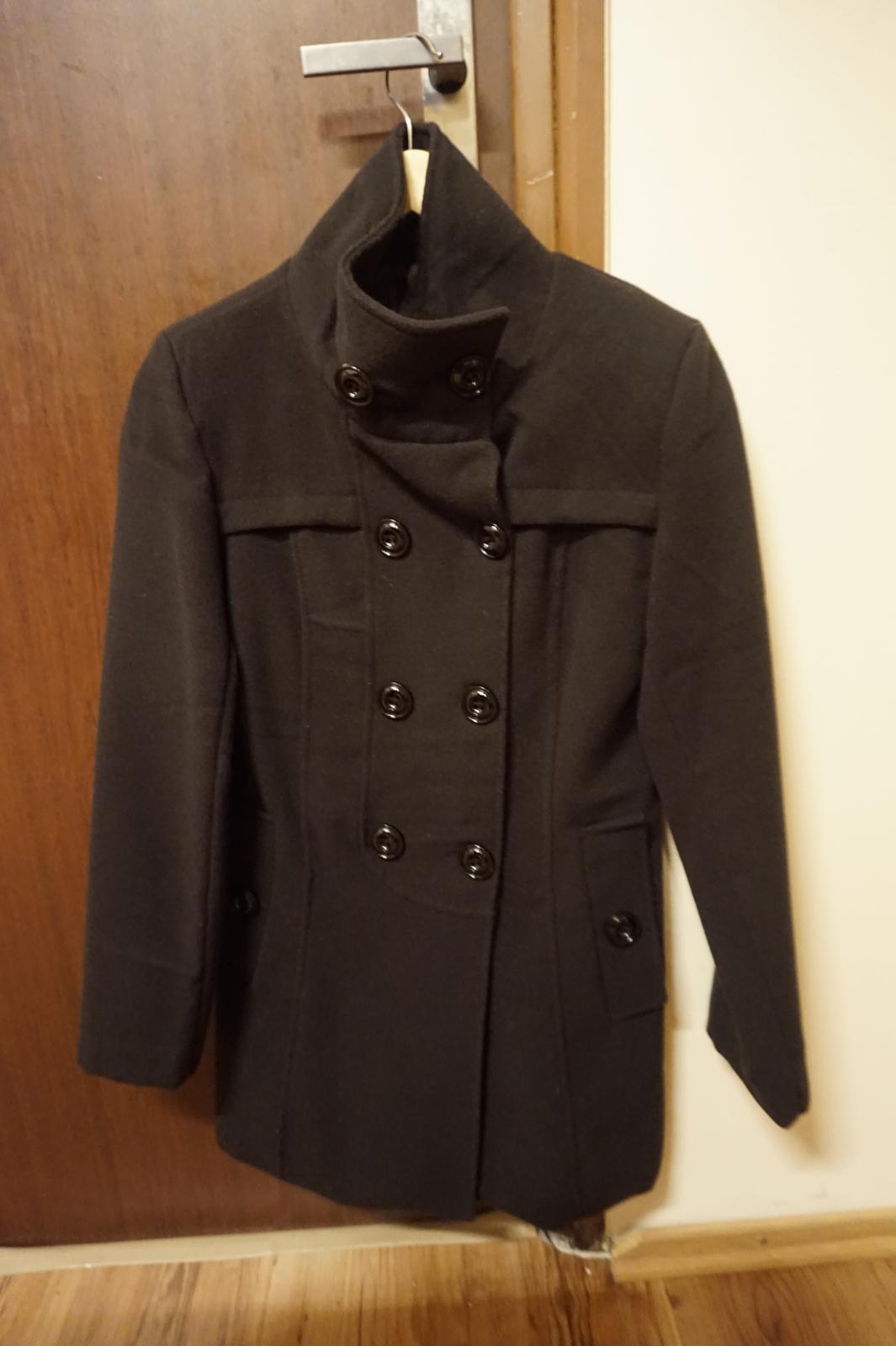 Cierny jarný kabát 32c89100b4b