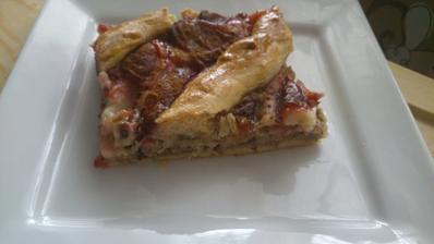 slivkovy koláč s orechami a pudingom