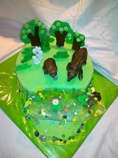 medvede, stromy, rastliny a kamienky  a ryby v jazierku z jedlej hmoty, jazierko v rure roztopene priesvitne cukriky Vetrovky