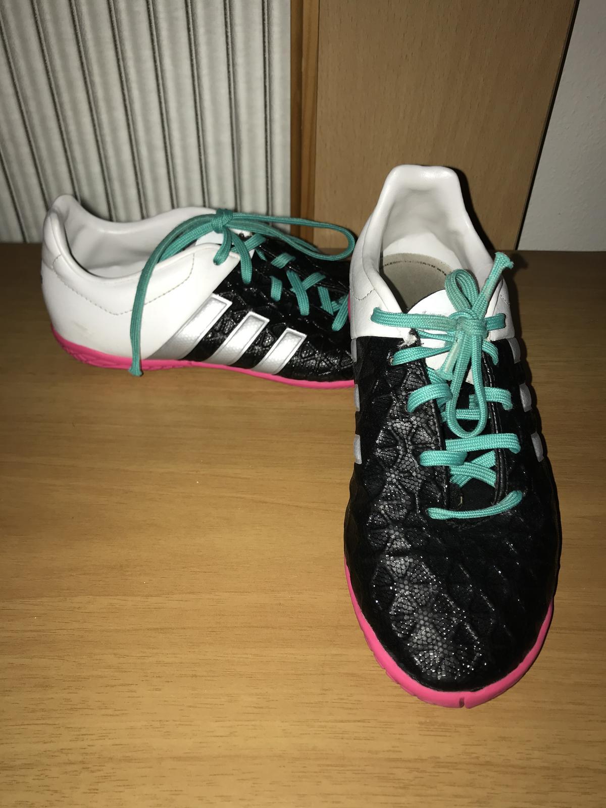 ed0b28cf7c851 Detské halovky adidas + grátis kopačky adidasmessi, adidas,32 - 12 € od  predávajúcej sandrinka2110 | Detský bazár | ModryKonik.sk