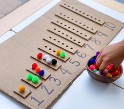 Veselé počítanie, čísla, farby, jemná motorika,