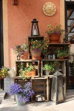http://www.decomanitas.com/ideas-de-decoracion-con-cajas-de-madera-para-fruta/