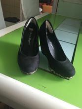 Dámske topánky na plnom opätku, 40