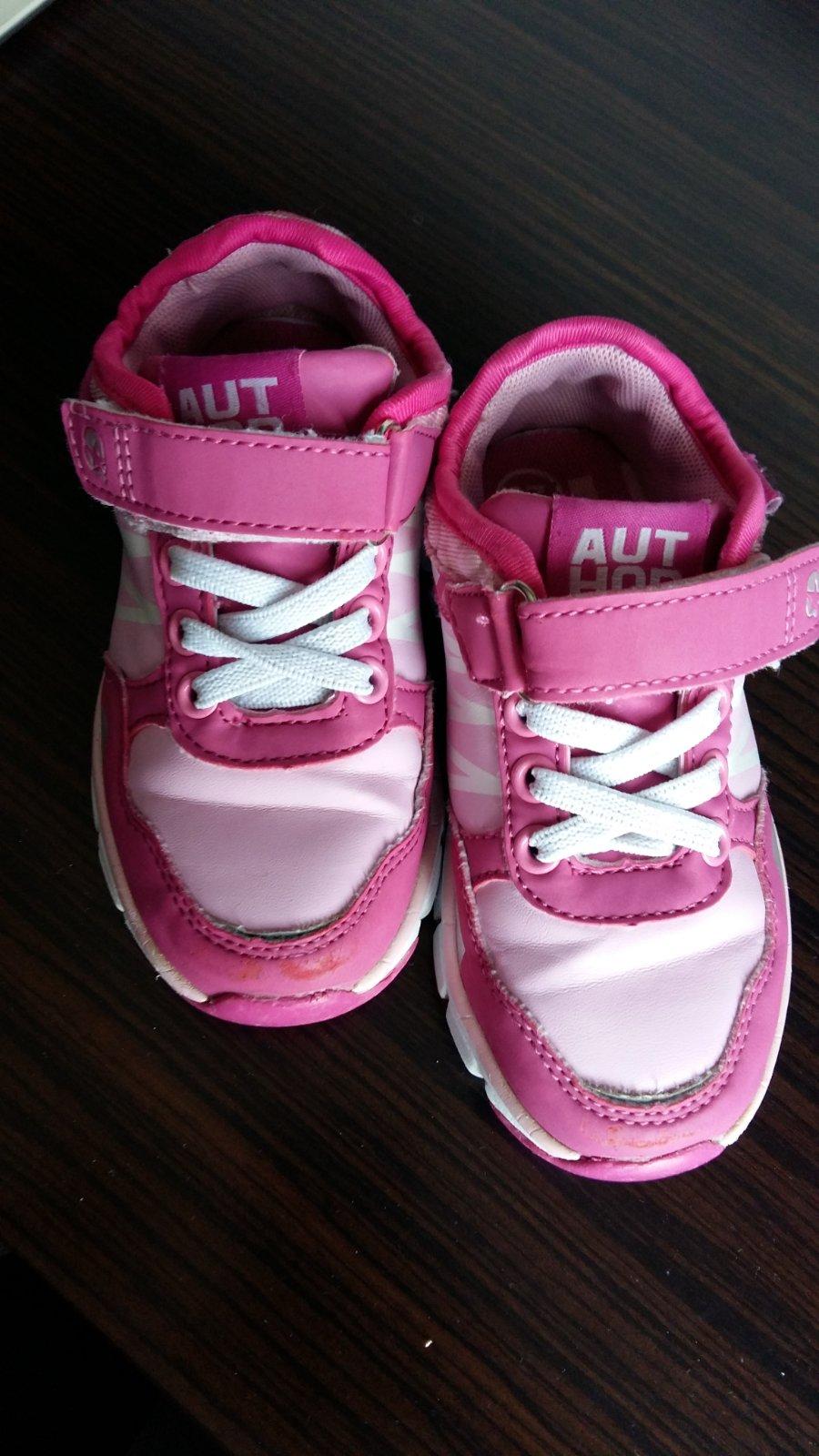 24d62a34b2 106 inzerátov • 39 hodnotení. Predám dievčenské botasky veľ.