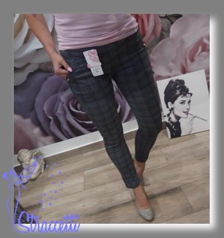 c19883900fe5 Dámske kárované legínové nohavice