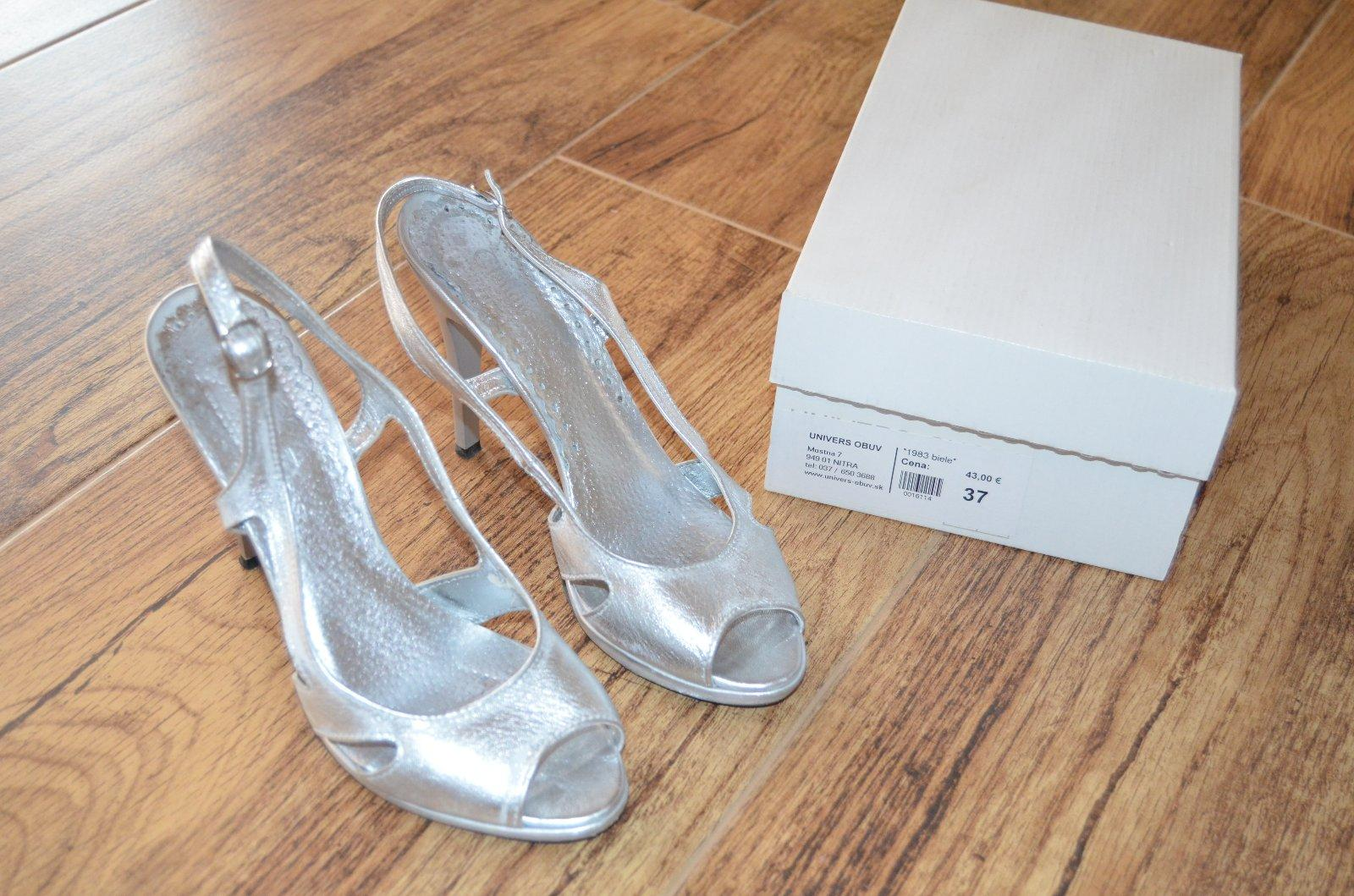 1960f77380 Strieborné sandálky