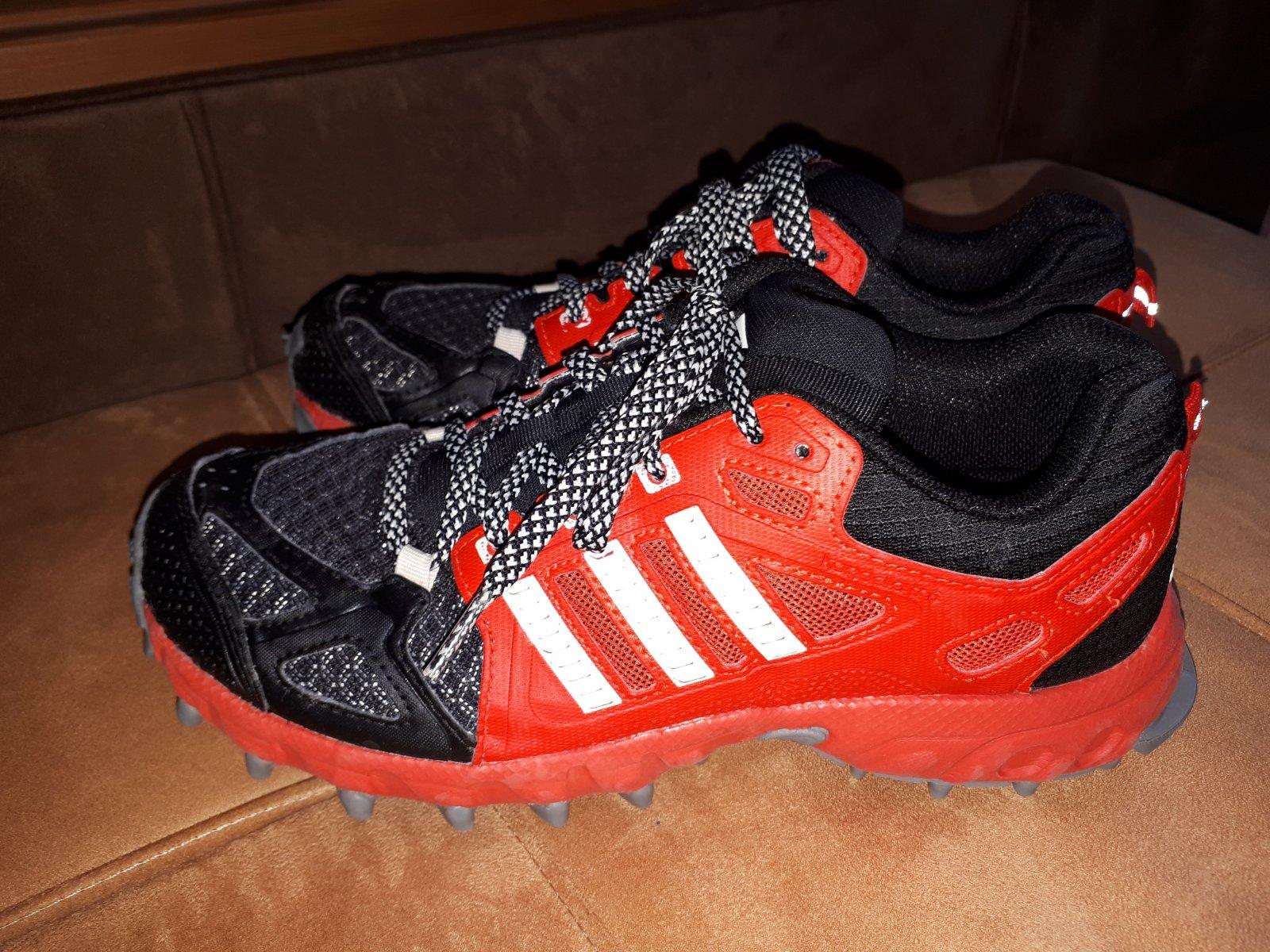 Botasky adidas e30954fa890