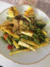 Grilovaná zeleninka, zelerove hranolky, 40g kuskus ( pod zeleninou) a olomoucky syrecek💪🏻