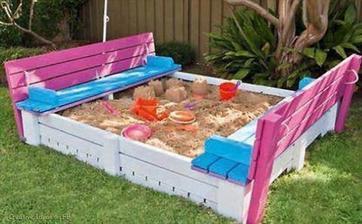 http://www.giddyupcycled.com/diy-backyard-sandbox-seating-upcycled-pallets/