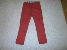 Jasnočervené nohavice, 140
