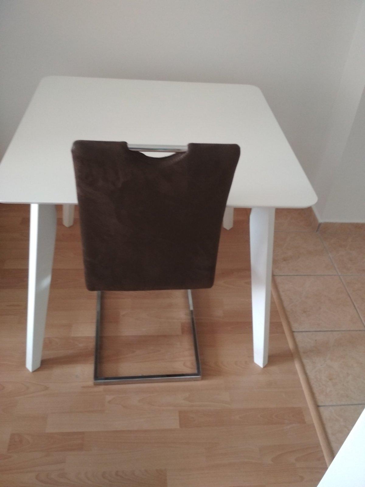 0e04c56d772e Kuchynský stôl a stoličky