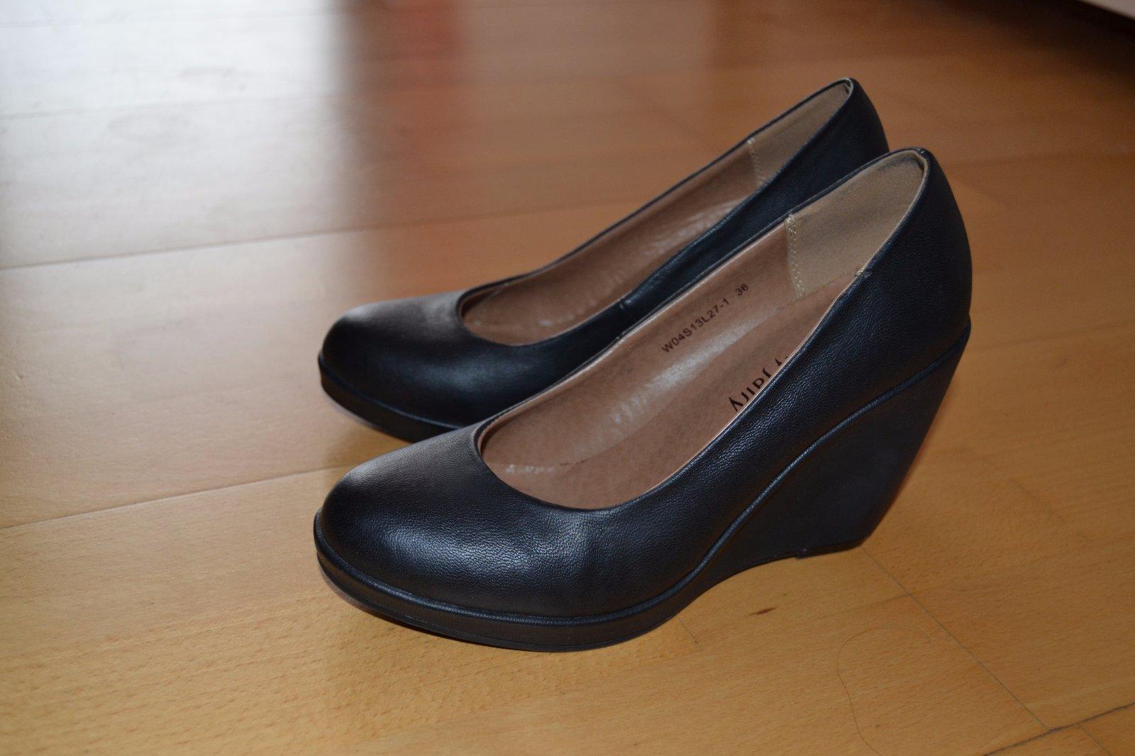 89ed00f6d6 Čierne topánky na klinovom opätku