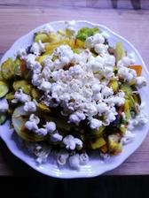 Zelenina, tofu a proteinovy popcorn