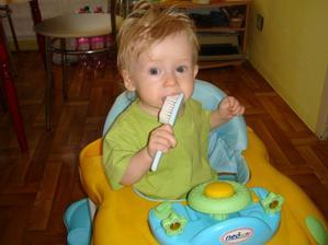 Cesem sa a umyvam si zubky naraz....