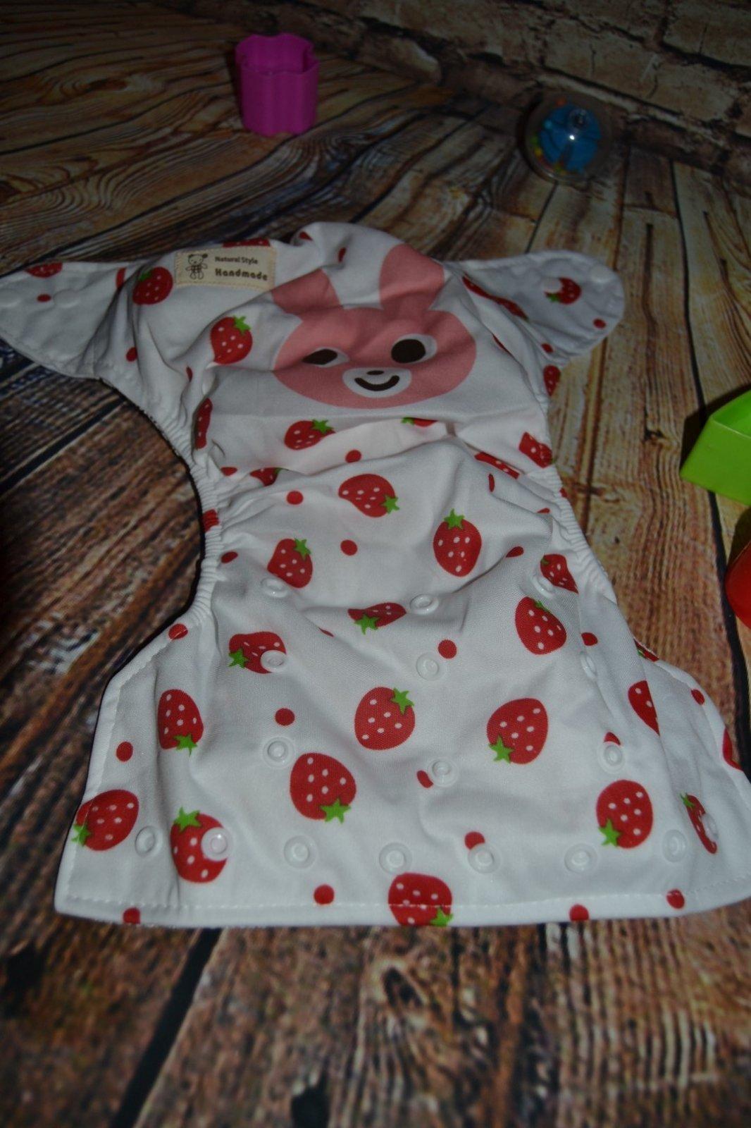 e407f0b81e71 Vrchné nohavičky na plienky veselý vzor jahodkové
