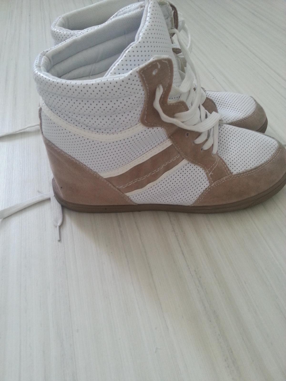 Raz obute stylove tenisky na platforme zn. shana efd38c24e86