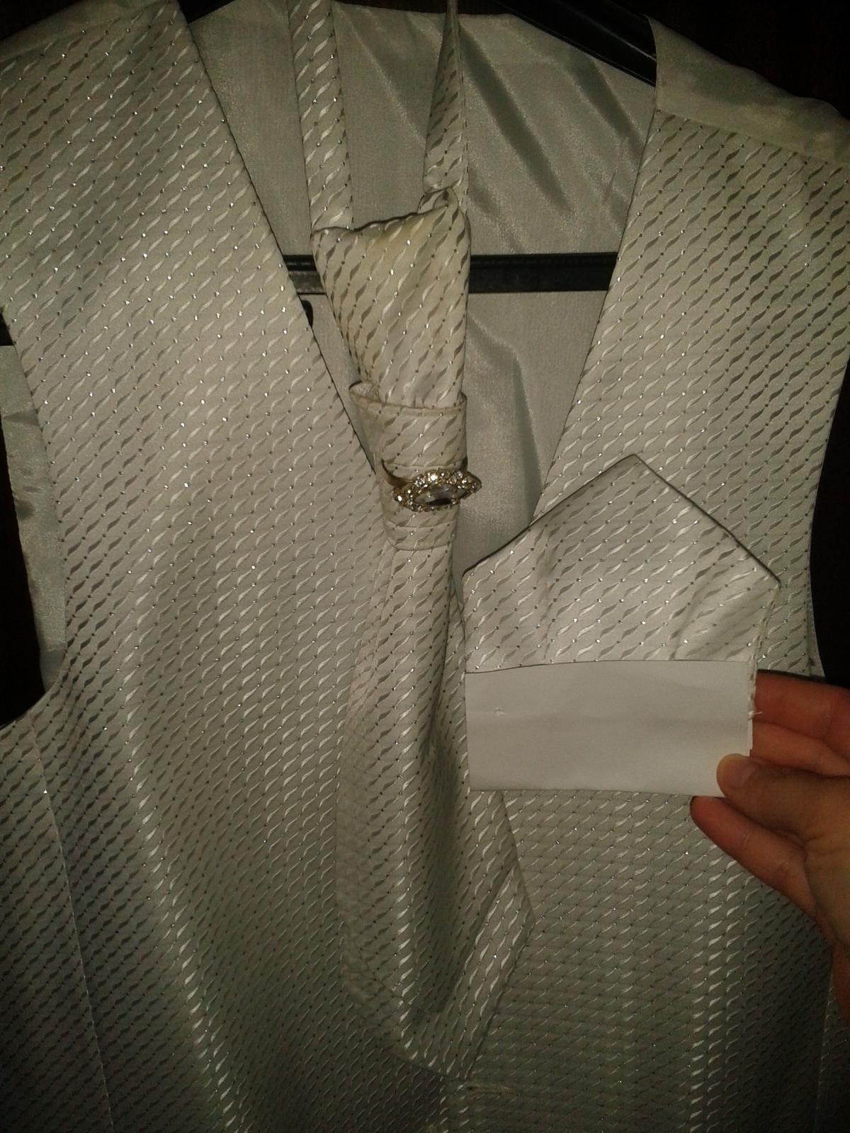 c0aaaacbd Svadobná vesta, francúzska kravata, vreckovka, 46 - 8 € od predávajúcej  727simqa | Detský bazár | ModryKonik.sk