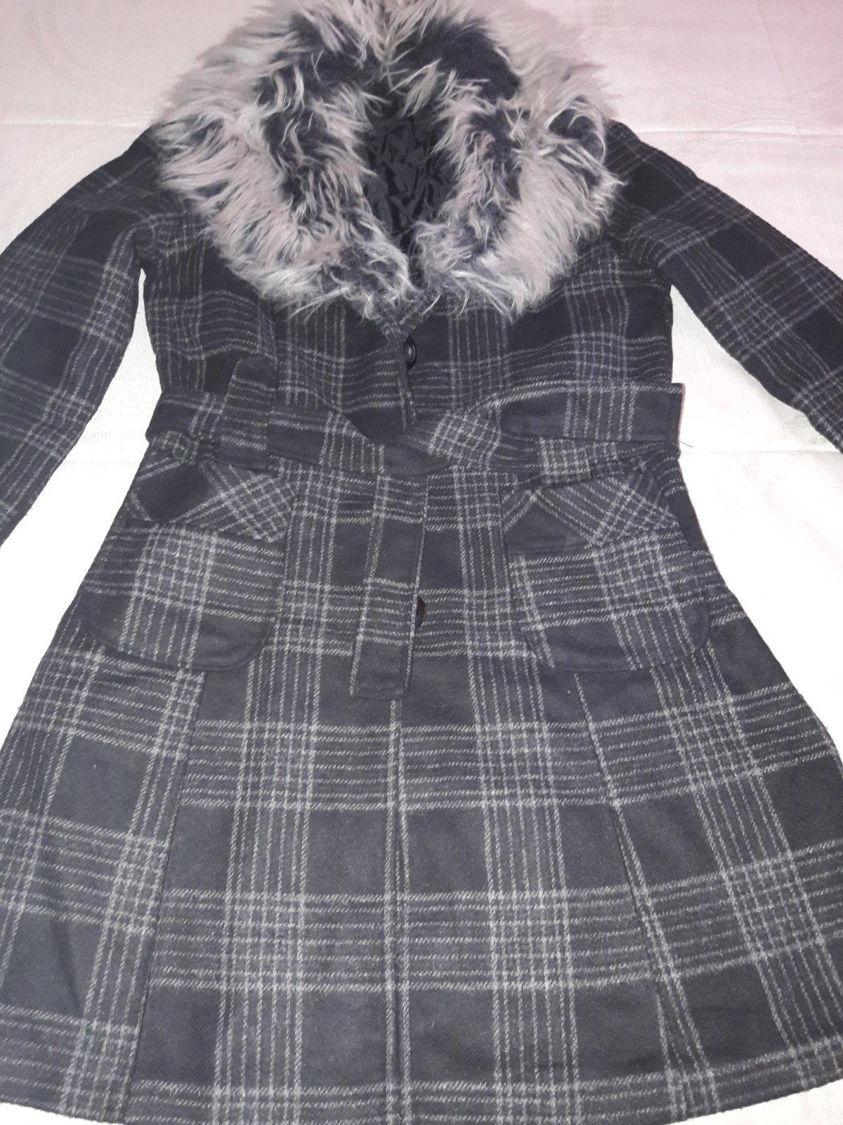 Kabát s kožušinovým golierom 09ff34dffd7