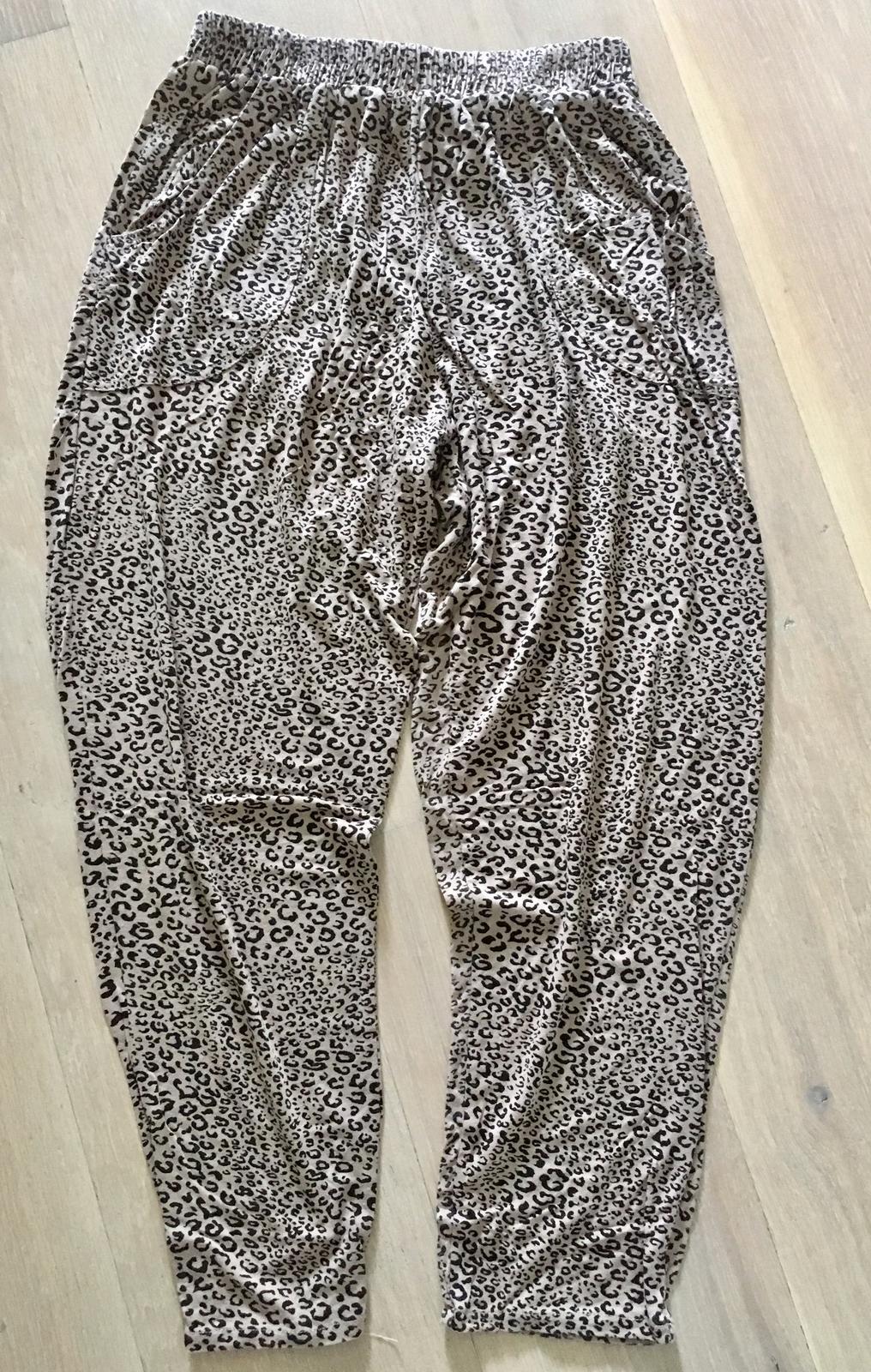 a61fad6470 Pudlové ležérne nohavice gaudi
