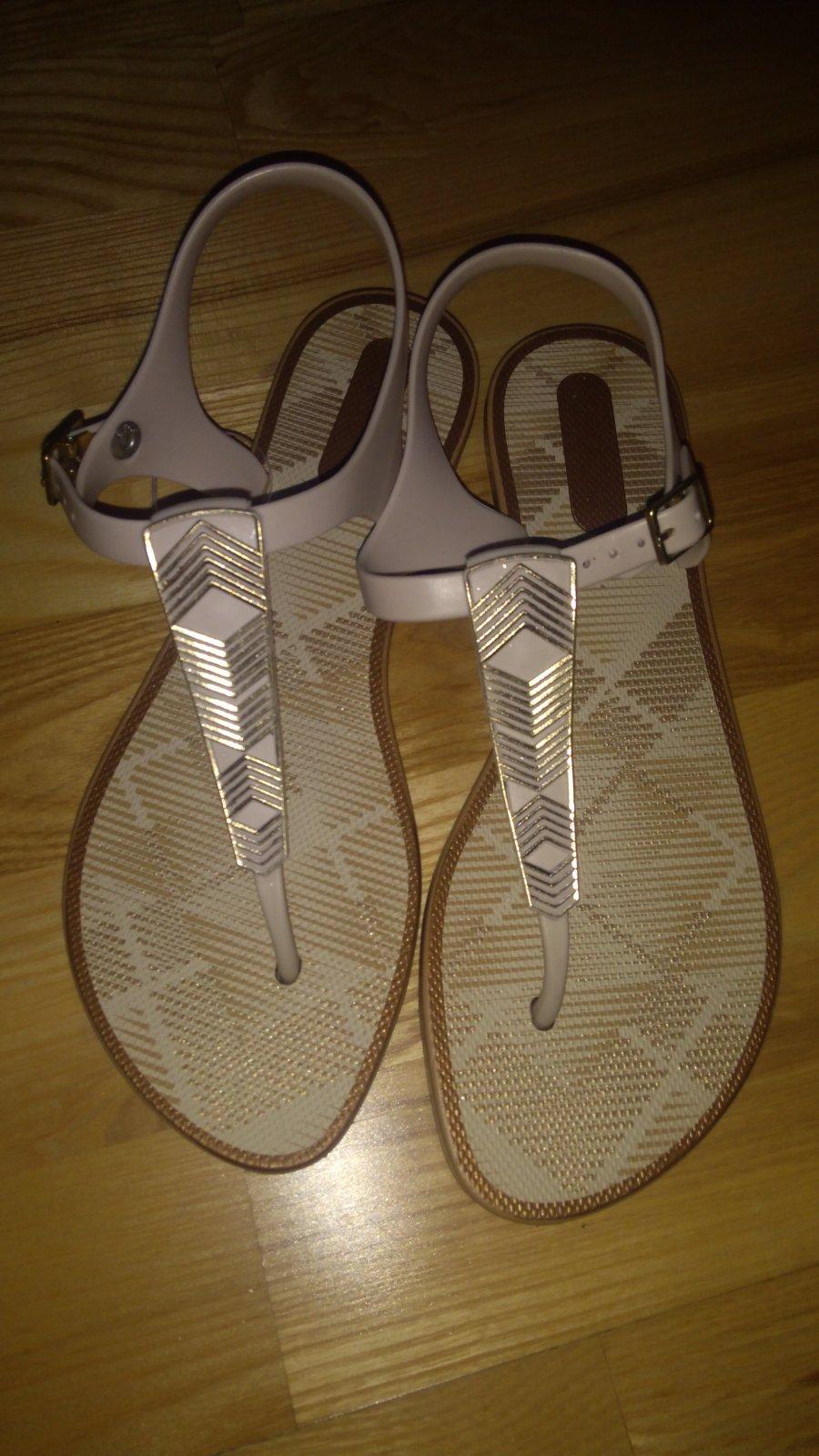 b9a5c4bb1ef12 Značkové sandále grendha, 37 - 8 € od predávajúcej sweetlife001 ...