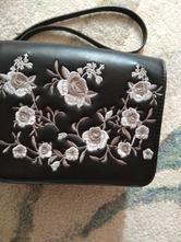 2ef84903f1 Luxusná kabelka na retiazke