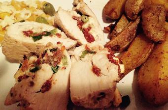 Kuracie prsia plnené feta syrom a sušenými paradajkami+americké zemiaky
