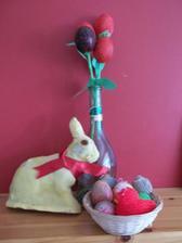 moj minulohorocny velkonocny vytvor - tulipany z vajicok..peceny zajacik a dekorovane vajicka