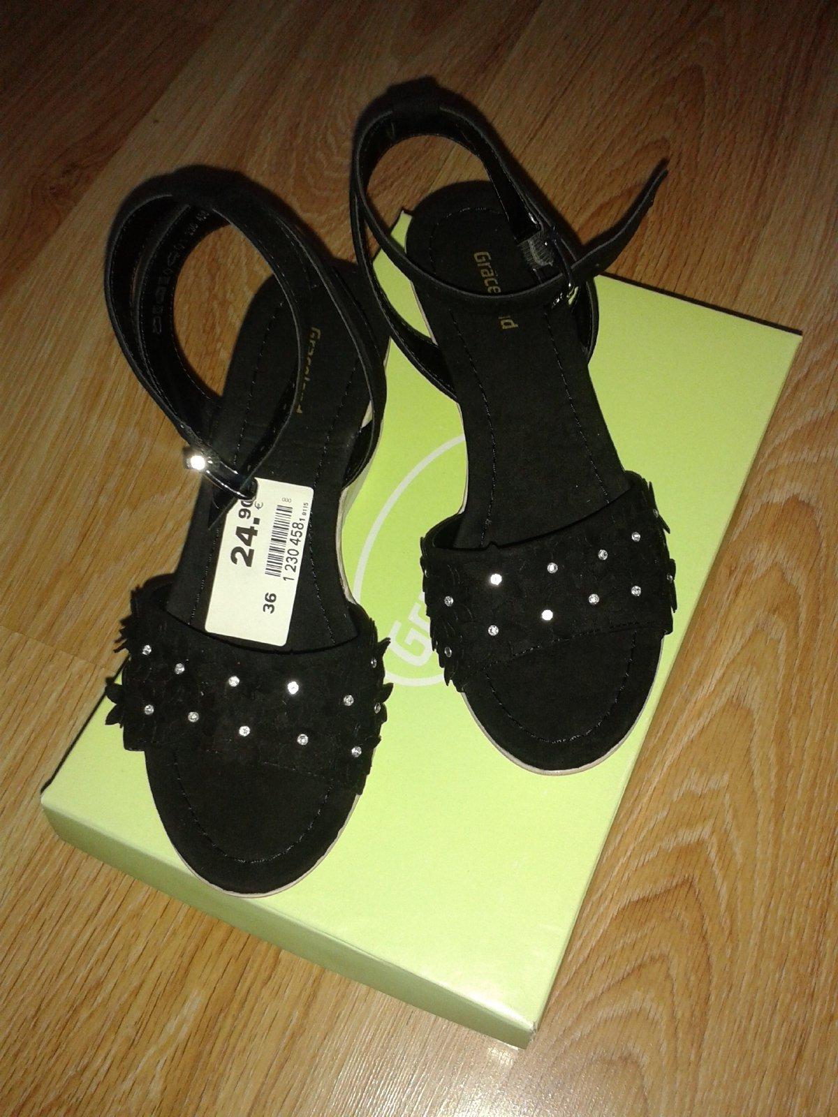 ecc1424bbe79 Nové sandále na klinovom podpätku