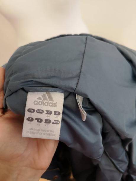Zimná bunda značky adidas veľkosti 42 44 b8b9fd46e69