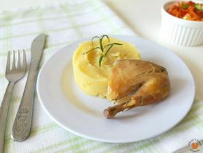 1r.+ Baby kuřátko pečené na rozmarínu s celerovo-bramborovým pyré a salátem