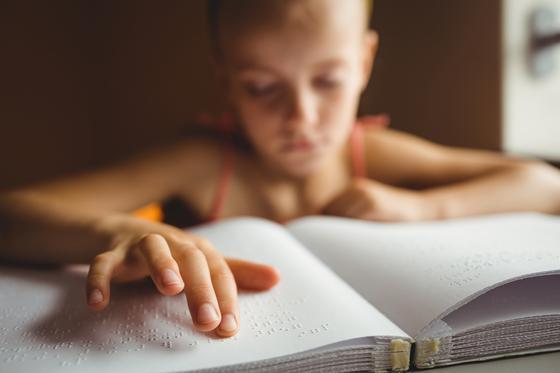Zrakovo postihnuté dieťa: Aké úskalia skrýva jeho výchova? Dieťa môže viesť plnohodnotný život