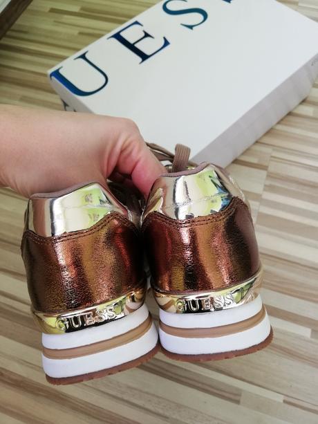 e08415f090163 Guess tenisky velkost 40 zlato hnede, guess,40 - 65 € od ...