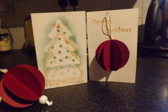 Tema bombule na pohladnici aj bombula samotna...a stromcek vznikol odtlacanim spongie na vianocnu ozdobu v tvare vyrezavaneho stromcekak - nasla som za 50c a hned som vedela co s nou