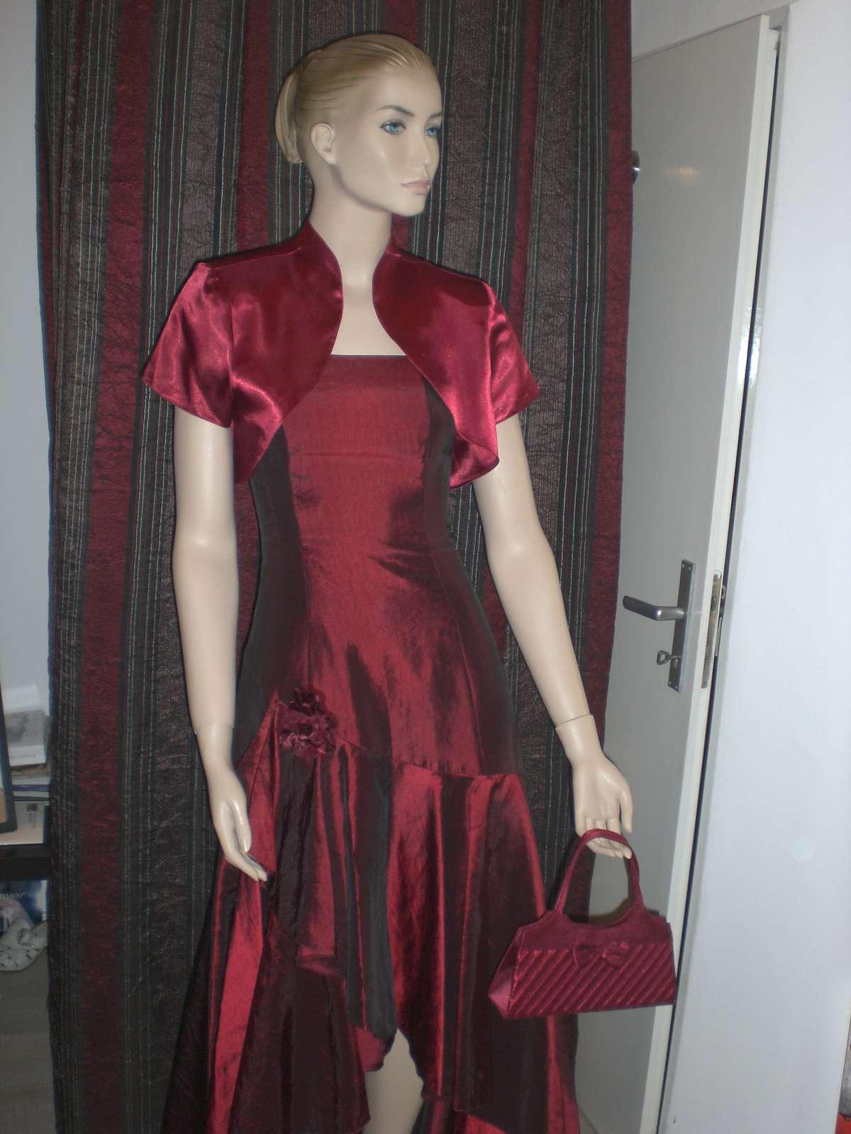 vínovo - bordové spoločenské šaty  9268d40cd51