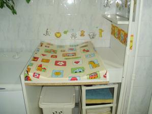 prebalovací pult v kúpelke