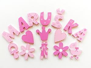 všetkým Máriam, Marikám, Maruškám želám krásny meninkový dník :)