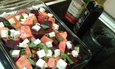 Pečená červená repa so sladkými zemiakmi a feta syrom ♥