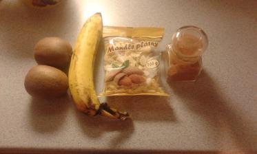 9.den, 11.den - ranajky - 2 kivi, banan, skorica, mandlove lupienky, med