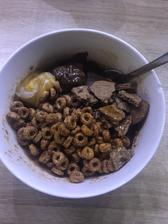 Ovsena kasa s cerealiami, bebe, kokosové maslo a brownie arasidove maslo