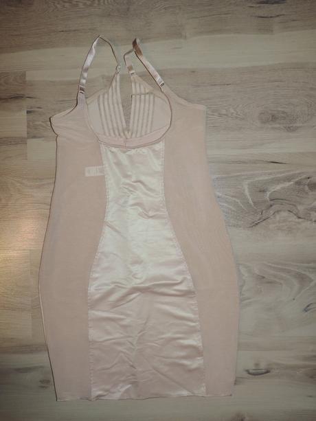759c57b68 Sťahujúce zoštihlujúce šaty pod šaty, marks & spencer,l - 19 € od ...