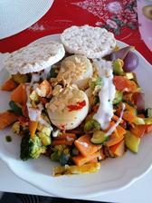 Grilovana zelenina, olomoucke syrecky, cesar salat, po dlhej dobe ryžové chlebíčky a kokosove chilli chipsy