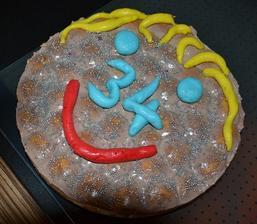 jednoducha piskotovo-smotanova ovocna torta pre mojho muzika .).. trosku som ju ozdobila....nie najkrajsia..ale vesela a chutna.. a hlavne potesila :)