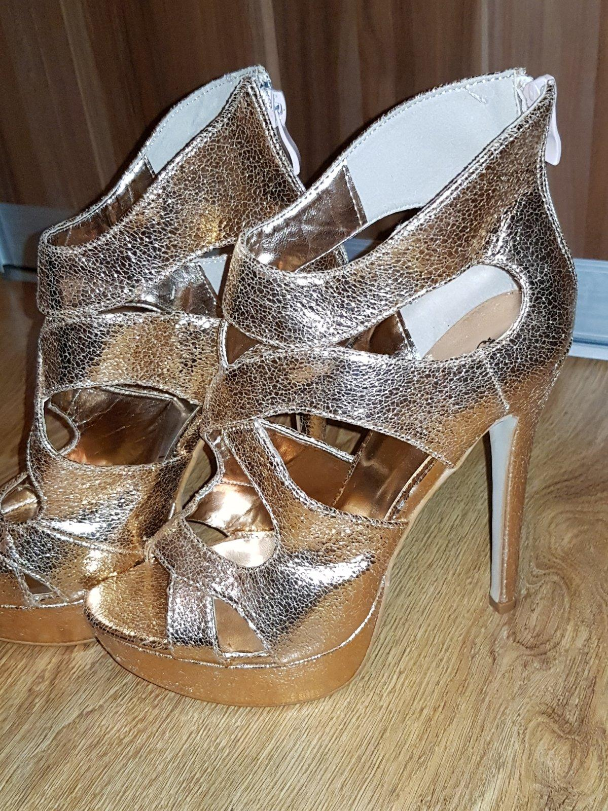 113138537a Dámske luxusné topánky