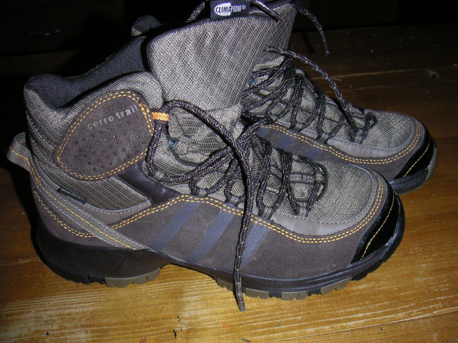 4a22487a9 Adidas trekové topánky č.35 1/2, adidas,35 - 30 € od predávajúcej kuka221 |  Detský bazár | ModryKonik.sk