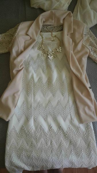 4aebb369dd69 Môžem si obliecť krémovo-zlato-strieborné šaty na svadbu  - Modrý koník