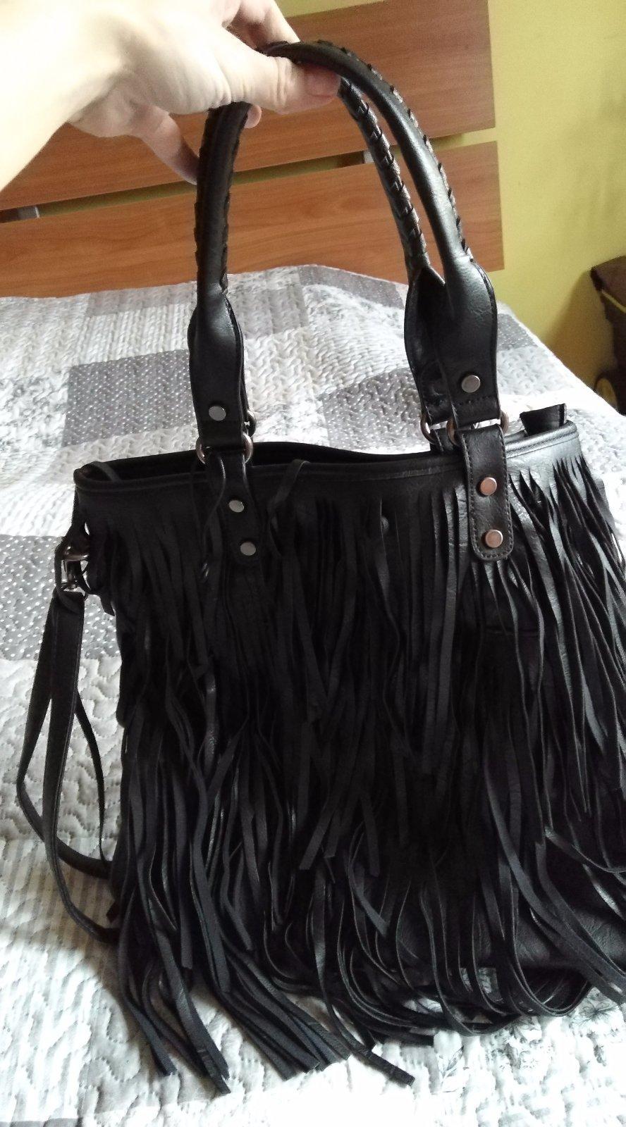 a6815b4c5 Čierna strapcová kabelka, - 19 € od predávajúcej julicka80 | Detský bazár |  ModryKonik.sk