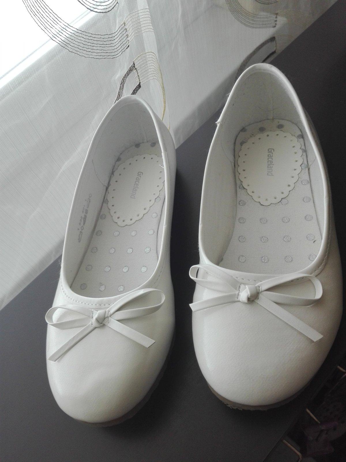 a0bc4accb1 51 inzerátov • 95 hodnotení. Biele balerinky ...