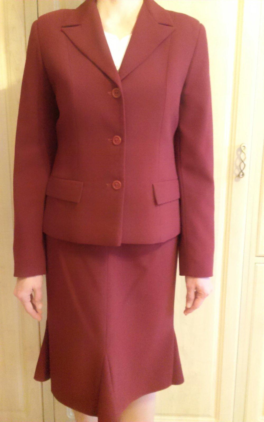 Bordový elegantný kostým s krátkou sukňou aa9f180d3a3