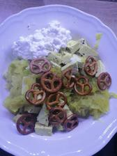 Duseny kalerab na jarnej cibulke s kurkumou, bazalkove tofu, cottage a moja obľúbená cast, spaldove pracliky